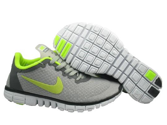 woman nike running shoes